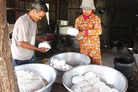 Traditional rice noodle production