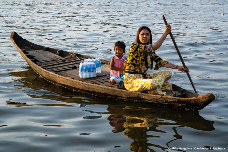 Woman and her little girl on the boat at Kampong Khleang